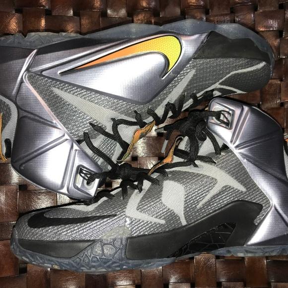 921c1bd7b8d7b Nike Lebron 12 Flight Sz 9 (Excellent Condition). M 5c007efef63eea32879bf45e